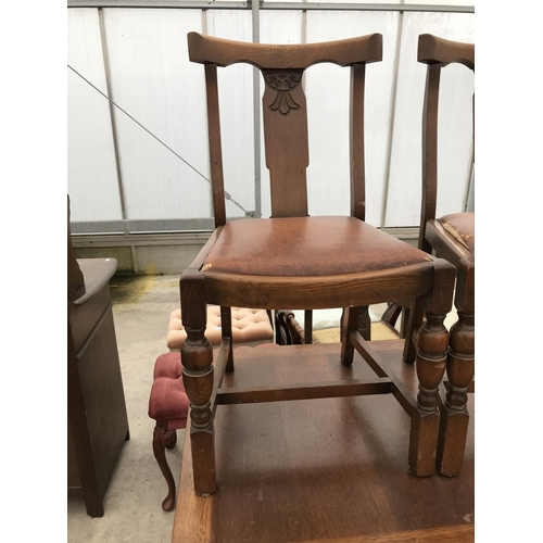 659 - AN OAK DRAW LEAF TABLE AND FOUR OAK DINING CHAIRS...