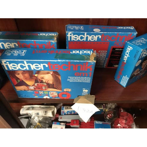1042A - A LARGE COLLECTION OF FISCHER TECHNIK VINTAGE 1960'S GERMAN ELECTRO MECHANICAL SETS TOGETHER WITH EL...
