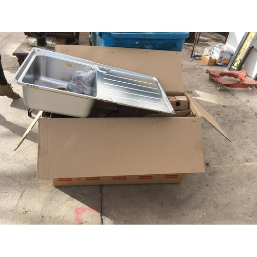 37 - A FRANKE STAINLESS STEEL SINK WITH SINGLE BOWL, FITTINGS AND RIGHT HAND DRAINER - AS NEW AND BOXED...