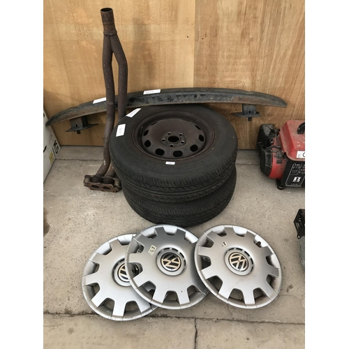 66 - VW GOLF SPARES TO INCLUDE TWO WHEELS ANDS TYRES 175/80R/14 88T, THREE VW WHEEL TRIMS, A BUMPER BAR A...