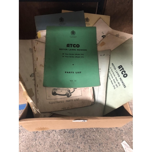 248A - A BOXED COLLECTION OF ASSORTED ' TRACTOR / AGRICULTURAL BOOKLETS, SPARE PARTS MANUALS ETC (QTY)...