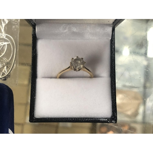 771 - A LADIES BOXED 9CT YELLOW GOLD SOLITAIRE RING...