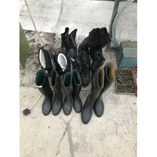 11 - SEVEN PAIRS OF BOOTS TO INCLUDE THREE PAIRS OF TOGGI RIDING BOOTS SIZE 13, 2 AND 5...