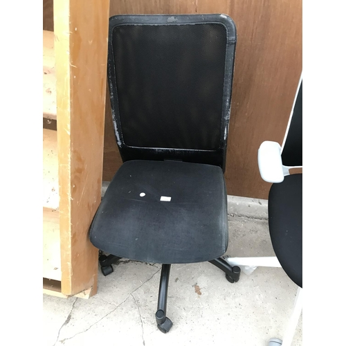 72 - A BLACK OFFICE CHAIR...