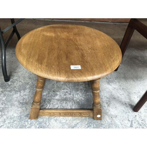 361 - A SMALL CIRCULAR LIGHT WOODEN COFFEE TABLE...