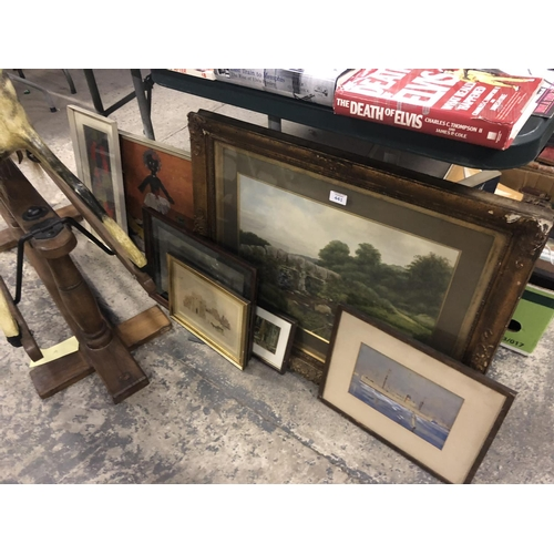 441 - A MIXED GROUP OF PICTURES TO INCLUDE A GILT FRAMED WATERCOLOUR LANDSCAPE ETC (QTY)...