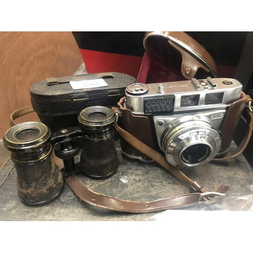 594 - A CASED PAIR OF OPERA GLASSES TOGETHER WITH A 'RETINETTE 1B' CAMERA (2)...