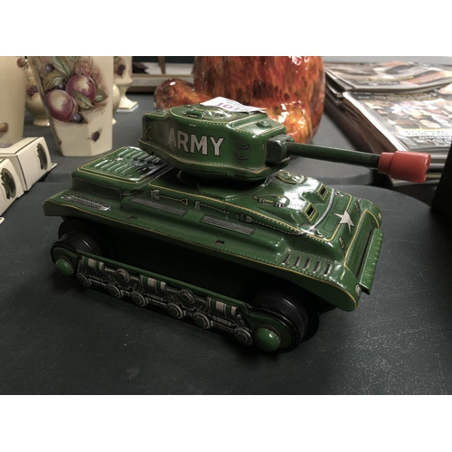 1015 - A VINTAGE STYLE TIN PLATE MODEL OF A TANK...