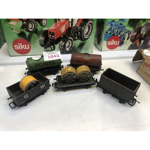 1042 - A GROUP OF FIVE 'OO' GAUGE ROLLING STOCK MODELS TO INCLUDE A 'ESSO' AND 'POWER' EXAMPLE...