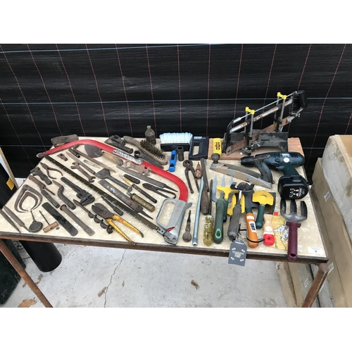 8 - A MIXED LOT OF TOOLS TO INCLUDE A BLACK AND DECKER KC12XC RECHARGEABLE DRILL, FORKS, TROWELS, SAW, D...