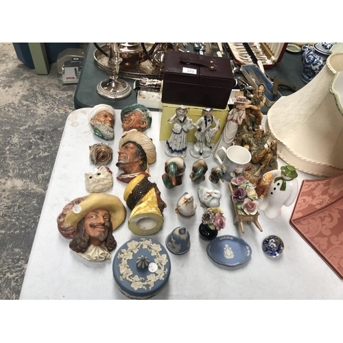 372 - VARIOUS CERAMIC ITEMS TO INCLUDE WEDGWOOD JASPERWARE ITEMS, SNOWMAN FIGURE ETC (QTY)...