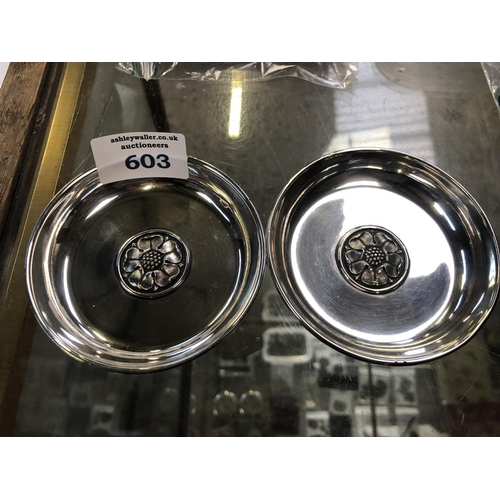 603 - A PAIR OF HALLMARKED SILVER 'GARRARD & CO LTD' CIRCULAR PIN DISHES...