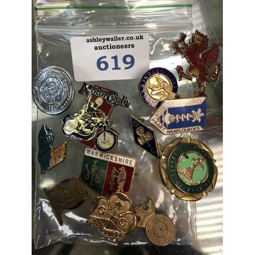 619 - A MIXED GROUP OF COLLECTABLE BADGES ETC...