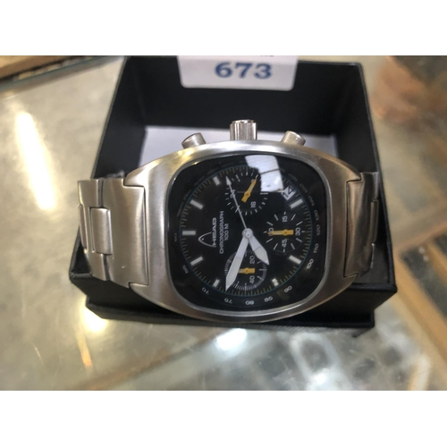 673 - A GENTS 'HEAD' CHRONOGRAPH WATCH...