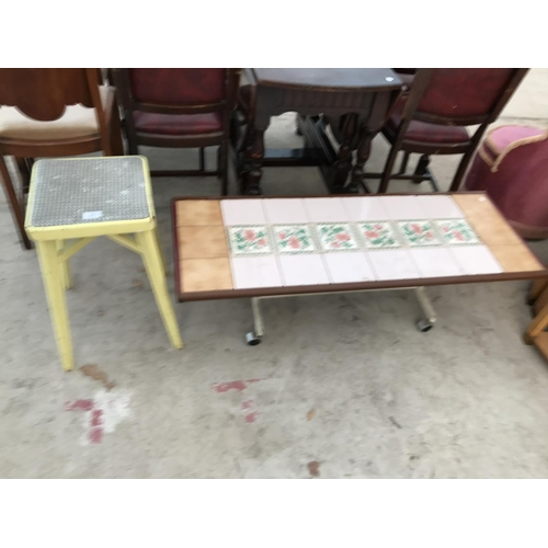 871 - A RETRO TILE TOP COFFEE TABLE ON METAL SUPPORTS AND CASTERS AND A RETRO KITCHEN STOOL...