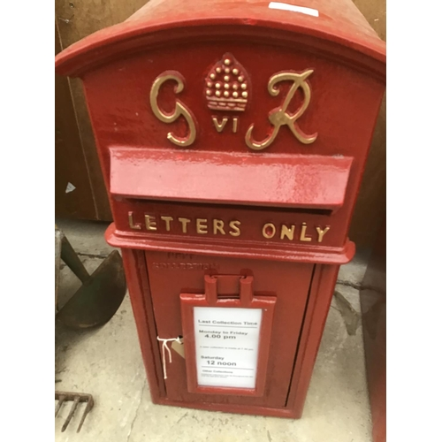 36 - A RED G & R VICTORIAN STYLE POST BOX WITH KEYS...