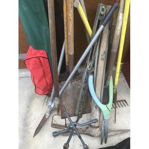 37 - VARIOUS GARDEN TOOLS TO INCLUDE A PICK AXE, RAKE, SHOVEL, TRIMMERS ETC AND GOLF BAG/CLUBS...