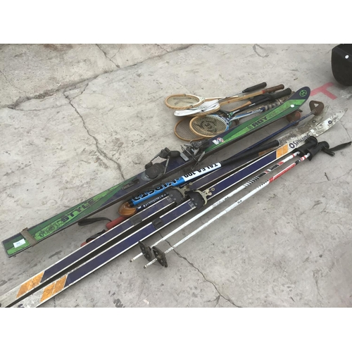 50 - A COLLECTION OF SPORTS EQUIPMENT, SOME VINTAGE, TO INCLUDE SKI, RACKETS ETC...