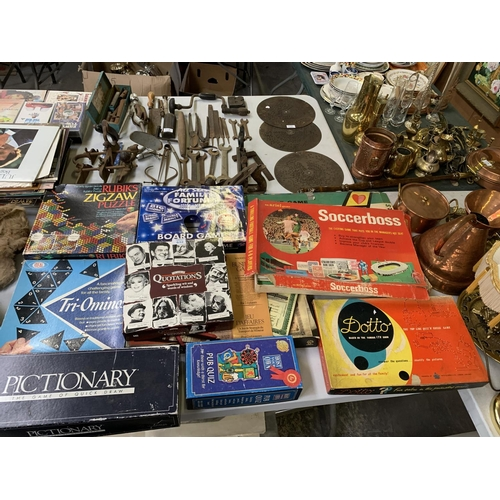 632 - A LARGE COLLECTION OF ASSORTED BOARD GAMES - SOCCERBOOS, DOTTO ETC...