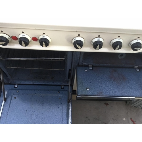 36 - A RETRO ELECTRIC COOKER WITH FOUR RINGS AND VARIOUS OVENS/WARMING DRAWERS...