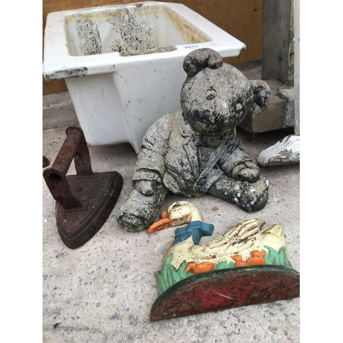 1013 - VARIOUS VINTAGE ITEMS TO INCLUDE A SMALL BELFAST SINK (A/F), GARDEN TEDDY ORNAMENT ETC...
