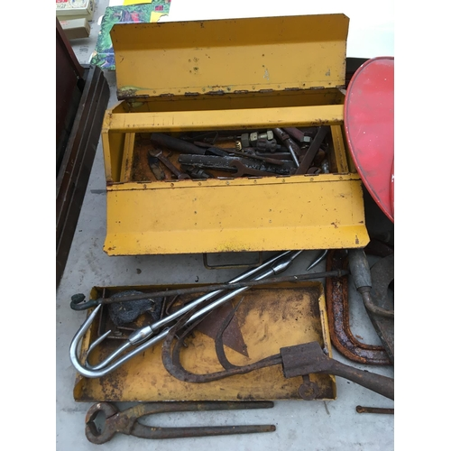 1076 - A METAL FOLD OUT TOOL BOX AND CONTENETS AND THREE INDUSTRIAL STYLE SHADES...