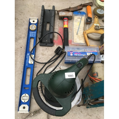 1083 - A QUANTITY OF TOOLS TO INCLUDE A BUFFER, SAW, SPIRIT LEVEL ETC...
