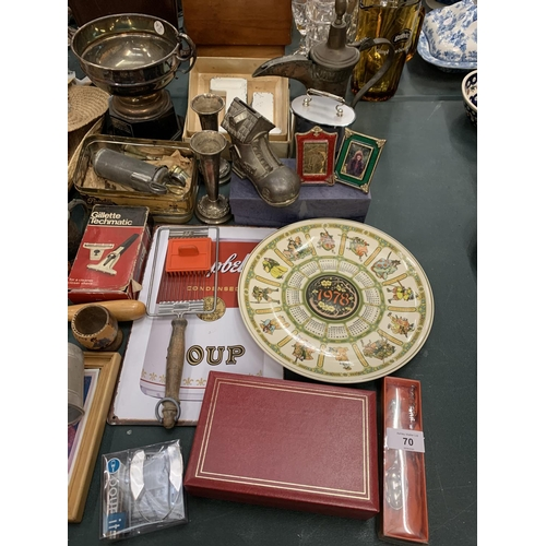 70 - AN ASSORTMENT OF COLLECTABLES TO INCLUDE METAL ITEMS, TWO PLATES, TWO STRAW HATS ETC...