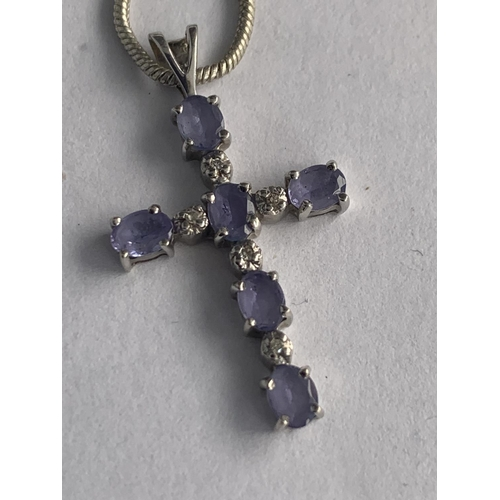 594 - A 9CT WHITE GOLD TANZANITE AND DIAMOND CROSS PENDANT WITH A WHITE METAL CHAIN (UNMARKED), APPROX TOT...