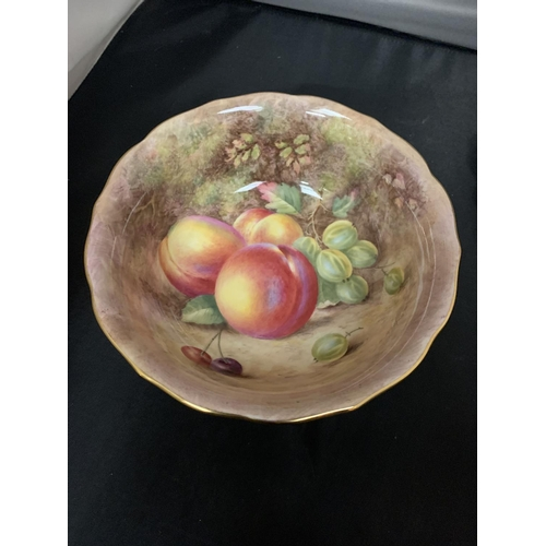 753 - A ROYAL WORCESTER BOWL HAND PAINTED FRUIT STUDY BY HARRY AYRTON DIAMETER 20CM HEIGHT 7.5CM, CONDITIO...