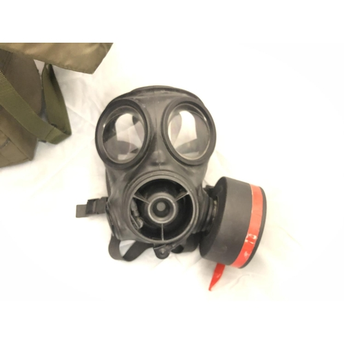 418 - BRITISH ARMY S10 GAS MASK AND HAVERSACK...