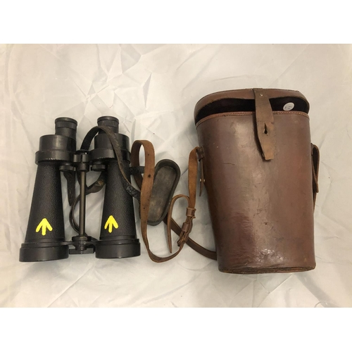 419 - A PAIR OF WORLD WAR II BARR AND STROUD BINOCULARS, WITH LEATHER CASE...