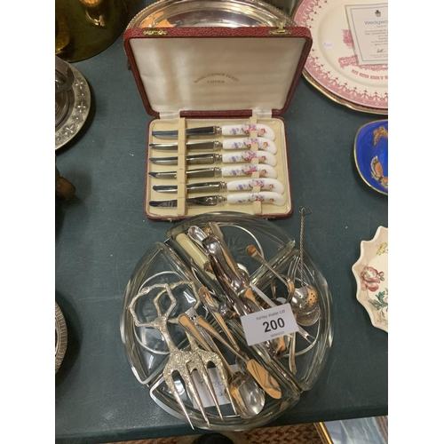 200 - VARIOUS FLATWARE ITEMS TO INCLUDE A BOXED SET OF CERAMIC HANDLED KNIVES, AN EPNS TRAY ETC...