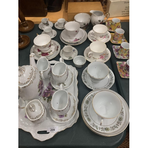 206 - AN ASSORTMENT OF CERAMICS TO INCLUDE FOUR SMALL VINTAGE STYLE CUPS AND SAUCERS...