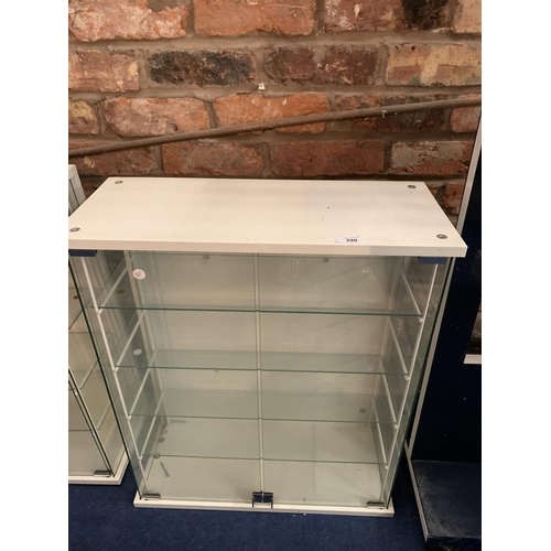 290 - A MODERN WHITE DISPLAY CABINET WITH GLASS SHELVING AND DOORS...