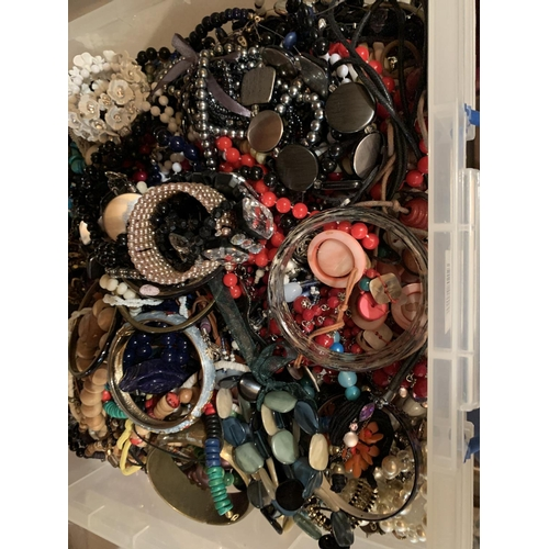 879 - A BOX CONTAINING A LARGE QUANTITY OF COSTUME JEWELLERY...