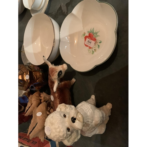 919 - A SELECTION OF CERAMICS TO INCLUDE A WEDGEWOOD BOWL