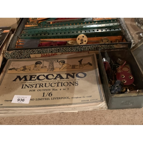 936 - AN ASSORTMENT OF VINTAGE MECCANO ITEMS AND INSTRUCTION BOOKS...