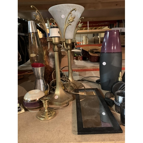 959 - VARIOUS ITEMS TO INCLUDE VASES, LAVA LAMP, ETC...