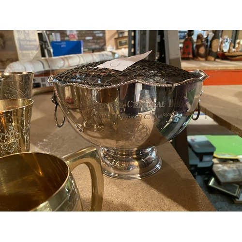 931 - AN ASSORTMENT OF SILVER PLATED ITEMS INCLUDING A ROSE BOWL AND GOBLETS...