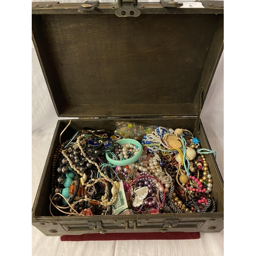 6 - A LARGE ORNATE WOODEN AND FAUX LEATHER BOX CONTAINING A COLLECTION OF COSTUME JEWELLERY...