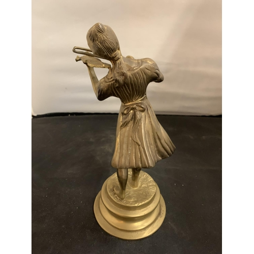 26 - A BRASS FIGURINE IN THE FORM OF A GIRL PLAYING THE VIOLIN (H:24CM)