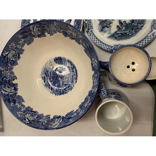 31 - A SELECTION OF BLUE AND WHITE WARE TO INCLUDE A SPODE TANKARD AND A PLATE DATED 'XMAS 1927'