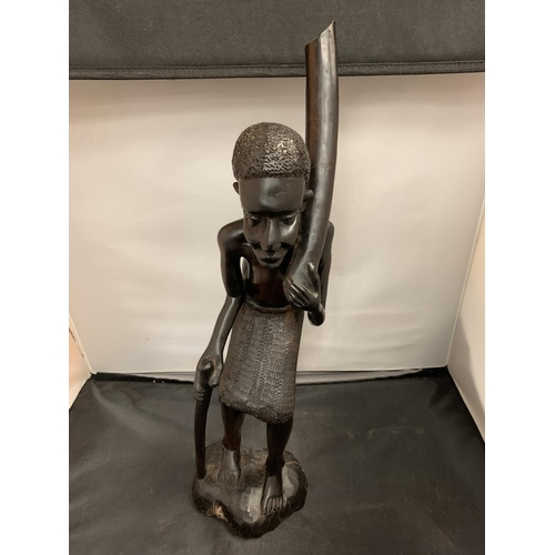 52 - A LARGE DECORATIVE CARVED TRIBAL MALE MODEL (H:45CM)