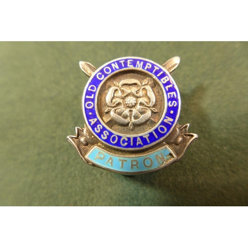331 - A HALLMARKED SILVER AND ENAMEL OLD CONTEMPTIBLES ASSOCIATION PATRONS BADGE AND A GILT METAL RASC BAD...