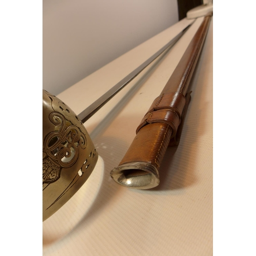 359 - A GEORGE V 1895/97 INFANTRY OFFICERS SWORD, 82CM BLADE WITH LEATHER SCABBARD