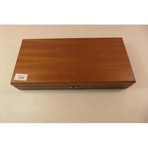 314 - A WOODEN CASE FOR A REVOLVER WHICH WOULD SUIT A NAVY COLT WIDTH 38CM DEPTH 19CM HEIGHT 6CM