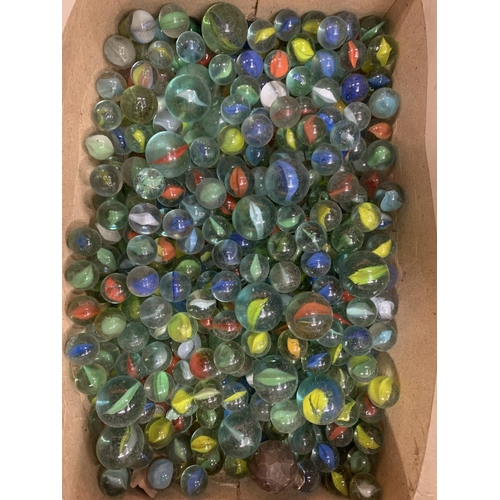 47 - A QUANTITY OF VINTAGE MARBLES