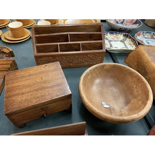 56 - AN ASSORTMENT OF VARIOUS VINTAGE TREEN ITEMS TO INCLUDE A DESK TIDY, A FIGURE IN THE FORM OF AN ELEP...