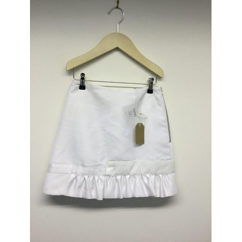 32 - CAITLIN PRICE - a ladies white skirt, size small